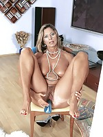 pamela mature latina